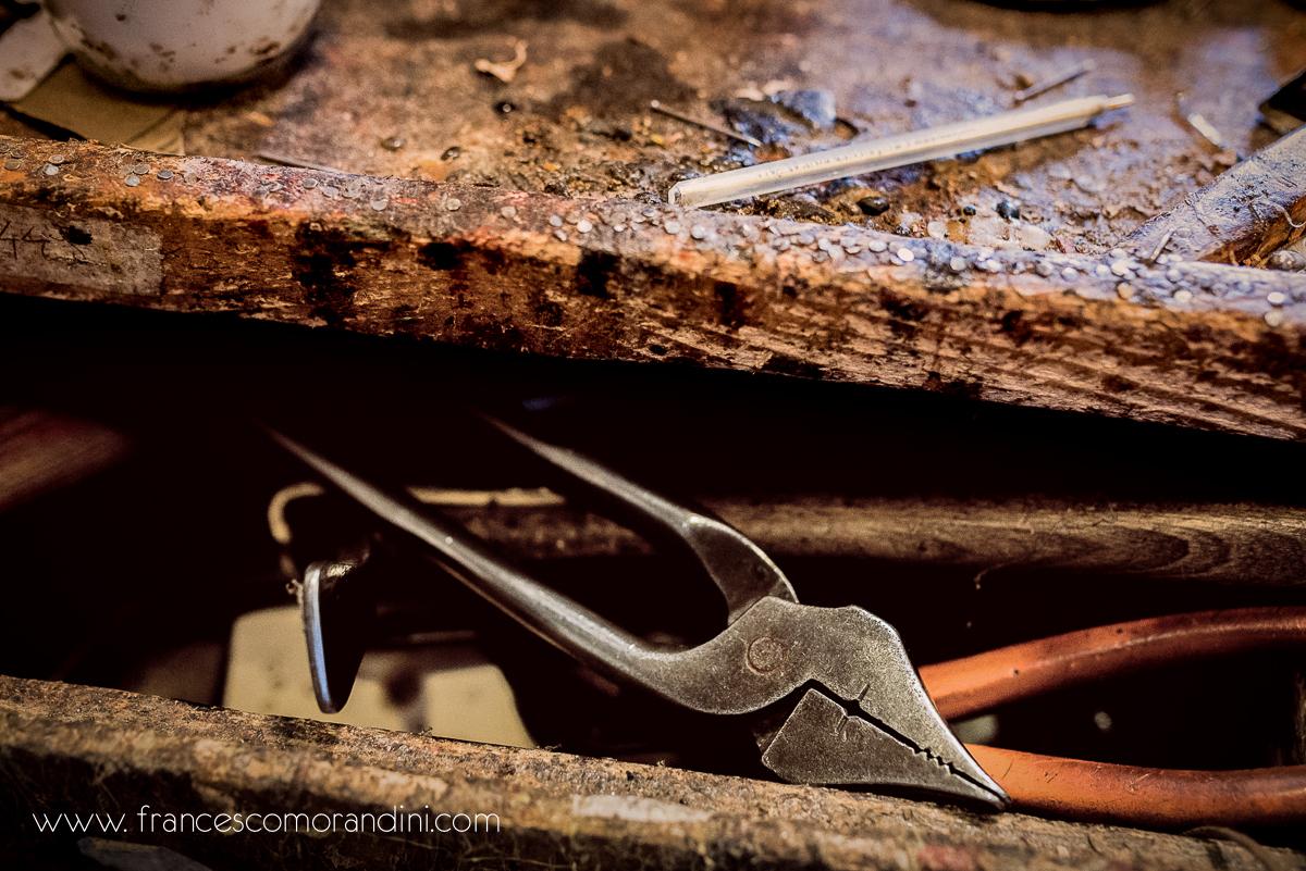 Roberto Ugolini, storia di un artigiano fiorentino. | Gli attrezzi da lavoro del calzolaio
